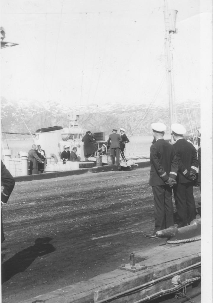 Ankomst af den amerikanske ambassadør til kajanlæg på Flådestation Grønnedal. Foto forår 1965 af Erik K Abrahamsen.