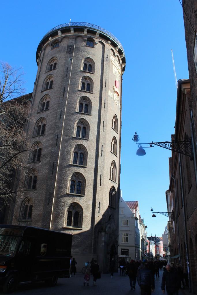 Rundetårn bygget 1636 i Købmagergade over for Regensen b opført 1620. Foto den 12. marts 2015 af Erik K Abrahamsen