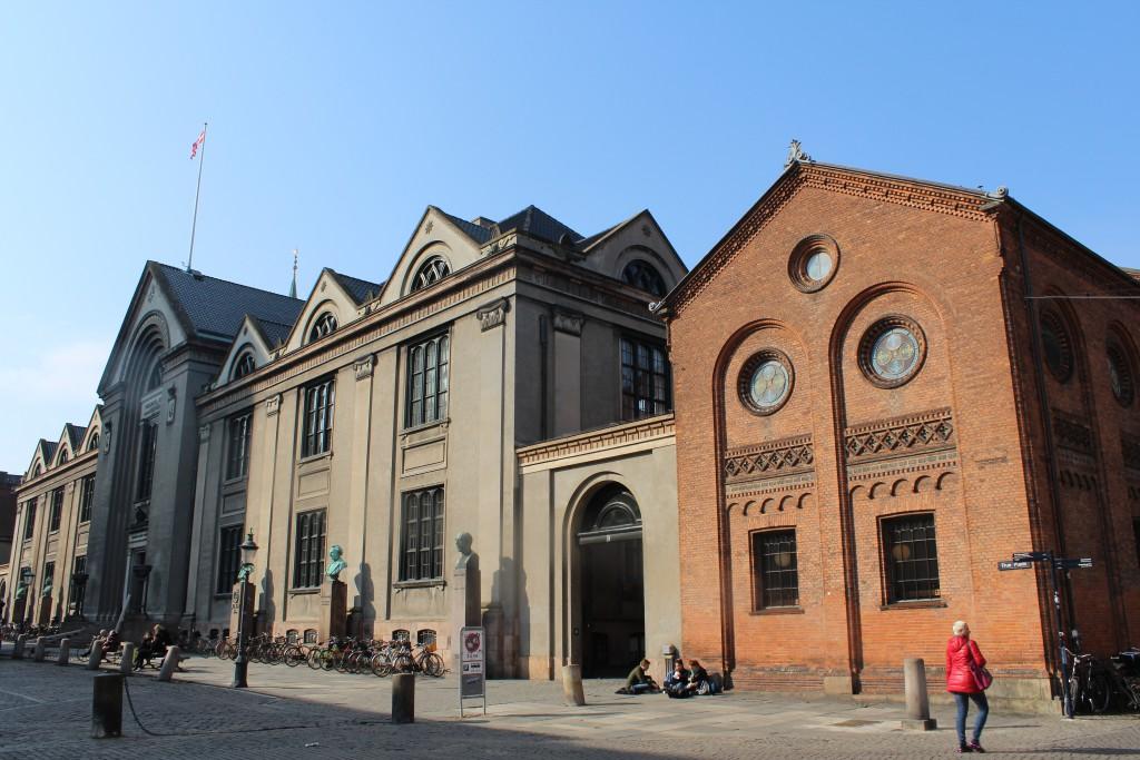Københv Yniversitet opført 1831-36 og Universitesbibliotek. Bygningen er opført 1831-36. Fo