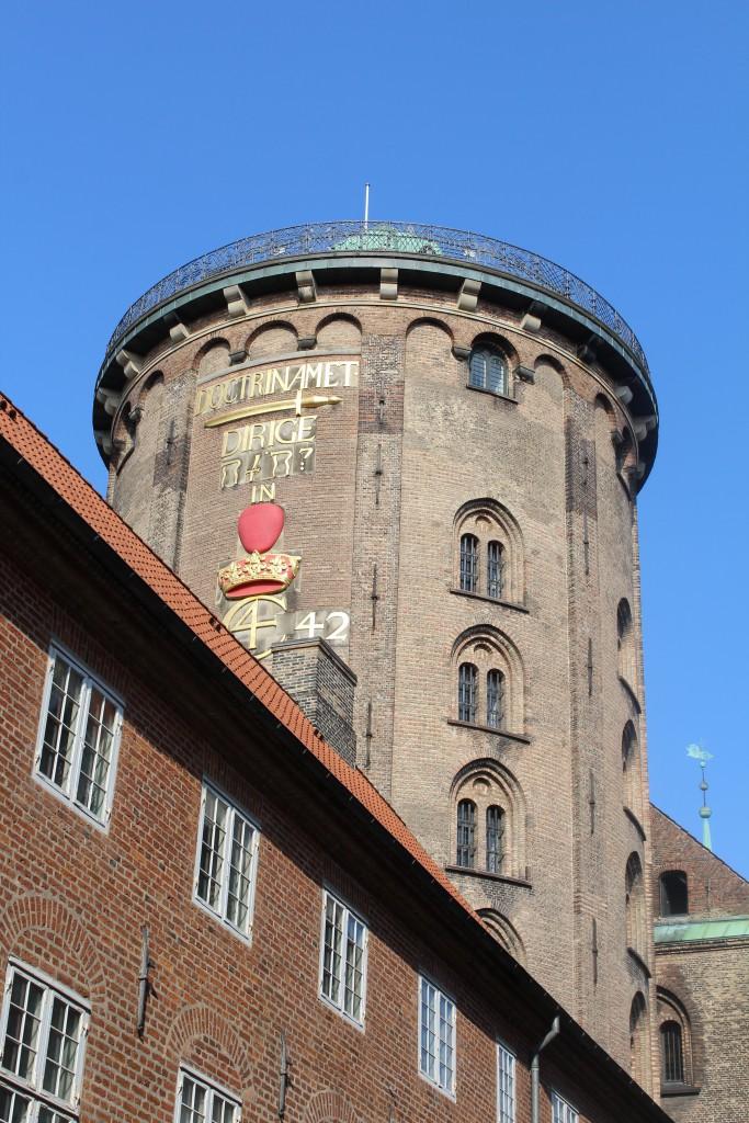 Rundetårn opført 1637-42 med rebus efter ide af KOng Chruistein den 4. (KOnge af danmark og Norge 1588-1628. Foto den 16. marts 2015 af Erik K Abrahamsen