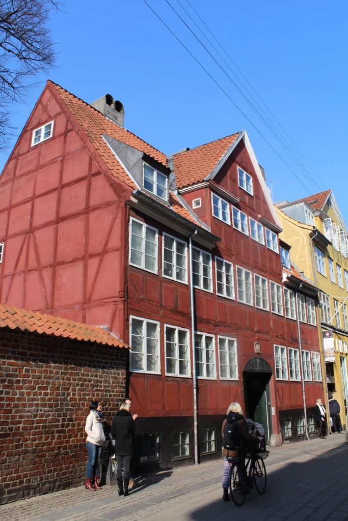 Skindergade nr. 8 opført i 1733efter den store brand i Købengvn i oktober 1728 med 8 fag og gavlkvist på 4 fag. Foto den 16. marts 2015 af Erik K Abrahamsen