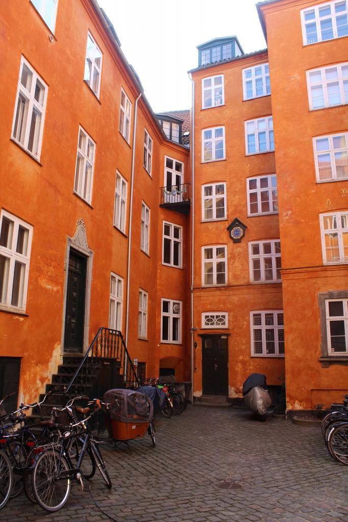 Baggård i ejendom der vender ud til Bråbrødretorvs vestside. Foto den 16. marts 2015 af Erik K Abrahamsen