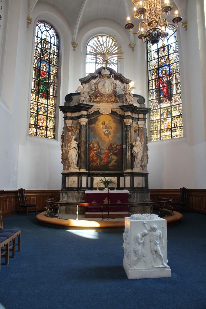 Helligåndskirken. Alter med døbefont af marmor udført ef Billedhugger Bertil Thorvaldsen. Fot den 16. marts 2015 af Erik K Abrahamsen
