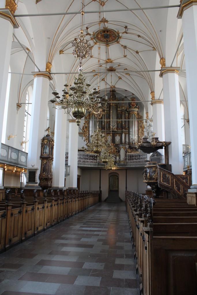Trinitatis Kirke med inventar i barok stil. Foto i retning mod barokorgel udført i 1730´erne. Foto den 16. marts 2015 af Erik K Abrahamsen