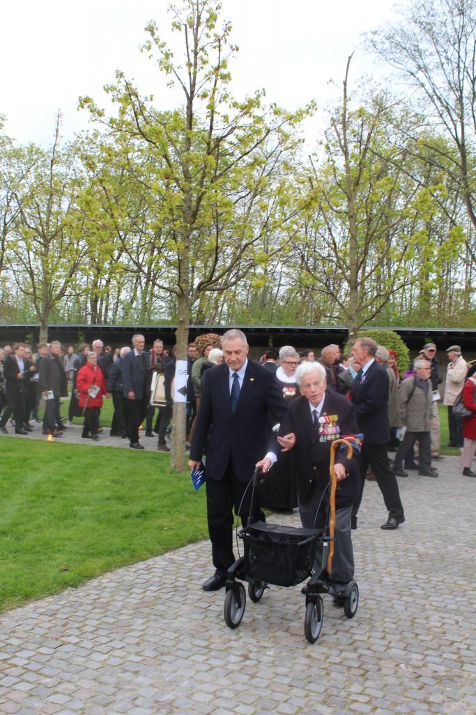 Personligt invitered gæster og frihedskæmpere ankommer til Mindehøjtideligheden . Foto den 4. maj