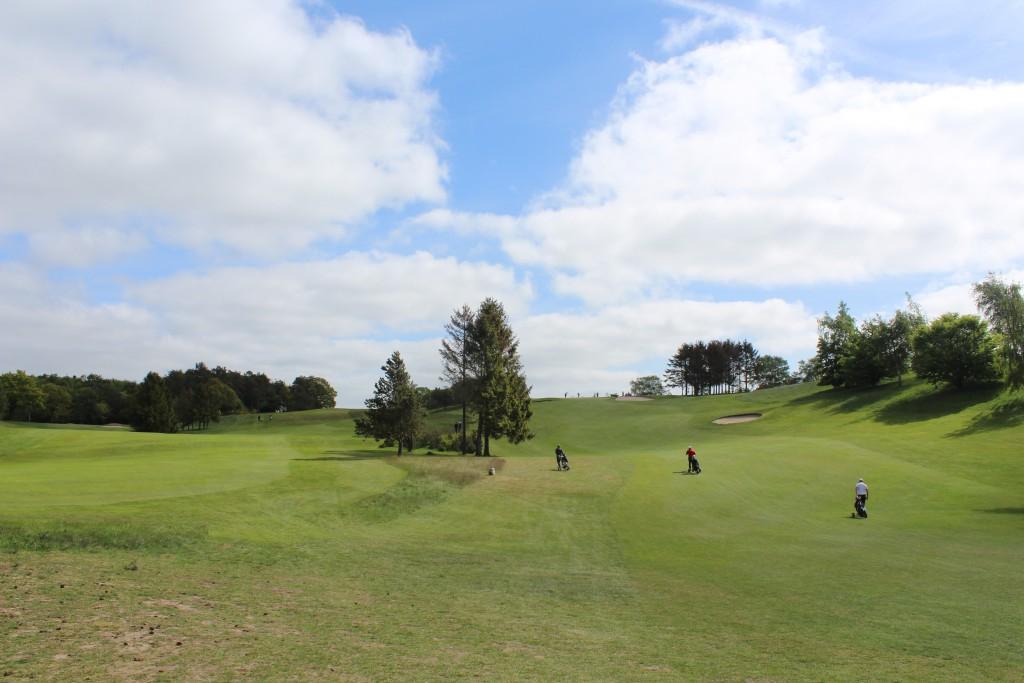 Asserbo Pokalen. Turnering over 2 dage med Danmarks bedste amatører. Hul 1, Par 4 Asserbo Golf Club. !. dag søndag den 14. maj 2015. Foto 24.