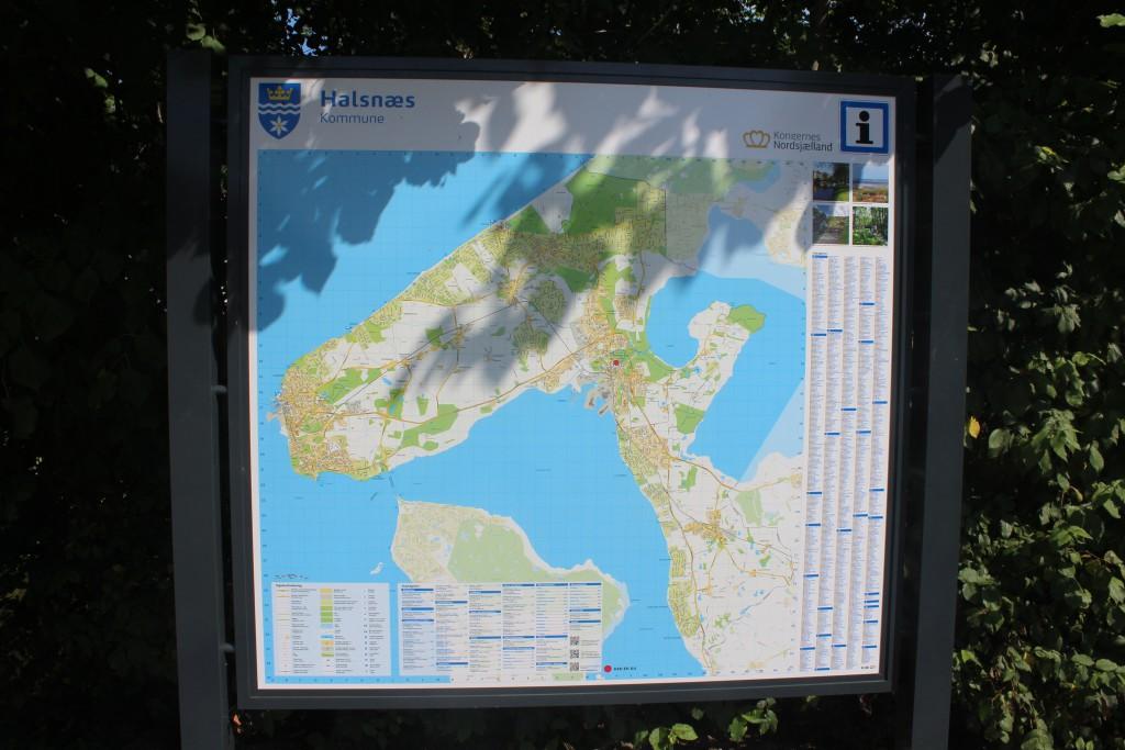 Kort over Halsnæs Kommunemed byerne Frederiksværk, Hundested, Ølsted og kystbyerene ud til Kattegat Liseleje, Lynæs, Nøddebohuse og Kikehavn. Foto den 7. augusr 2015 af Erik K Abrahamsen