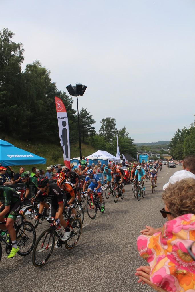 Finale spurt af det førende felt 100 m før mål i Frederiksværk. € etape Post Danmark Rundt 2015. Foto den 7. august 2015 af erik K Abrahamsen