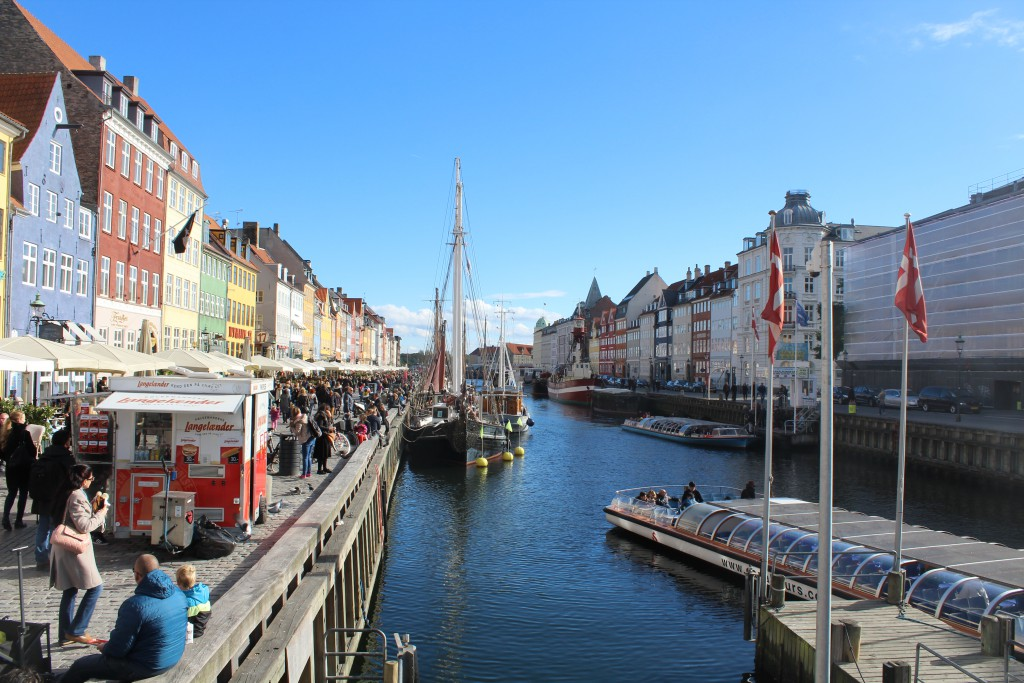 Nyhavn canal as neighbor to Kgs Nytorv. Photo 12. october 2015 by Erik K