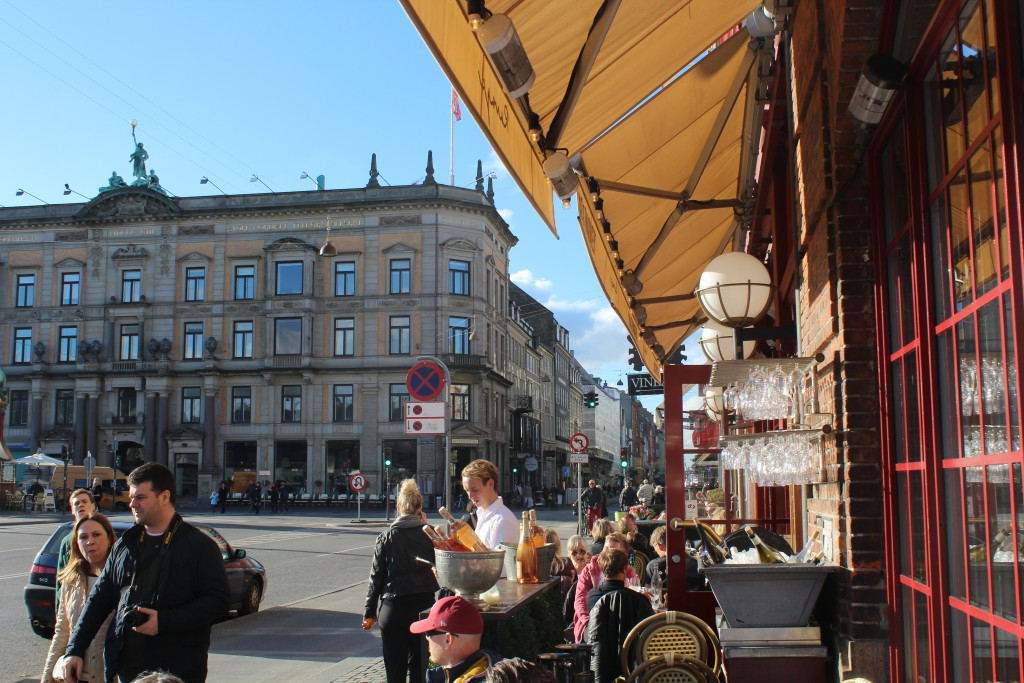 Kgs. Nytorv in centre of Copenhagen City and e´neighbor to Nyhavn Canal.