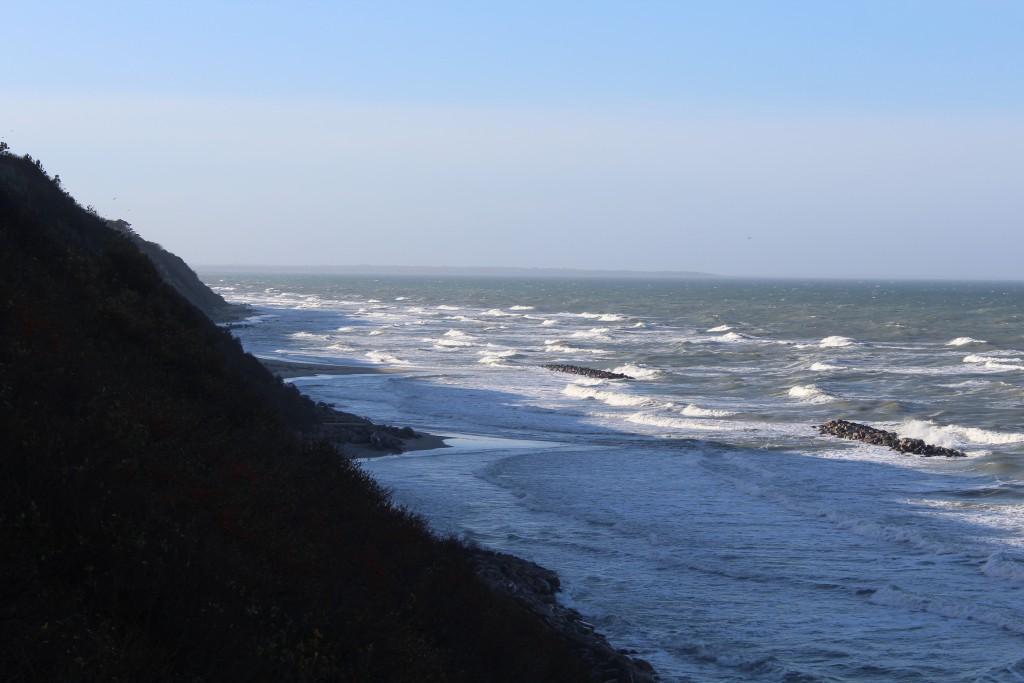 Hyllingebjerg starnd. Udsigt mod vest ud over Kattegat med Sjællands Odde helr ude i horisonten. Foto den 8. dece,ber 2015 kl 11-12 af Erik K abrahamsen