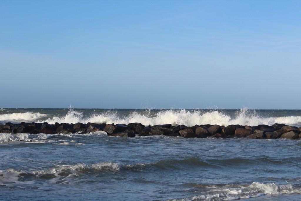 Bølgebryder paralel med kattegat kysten ud for H´yllingebjerg.