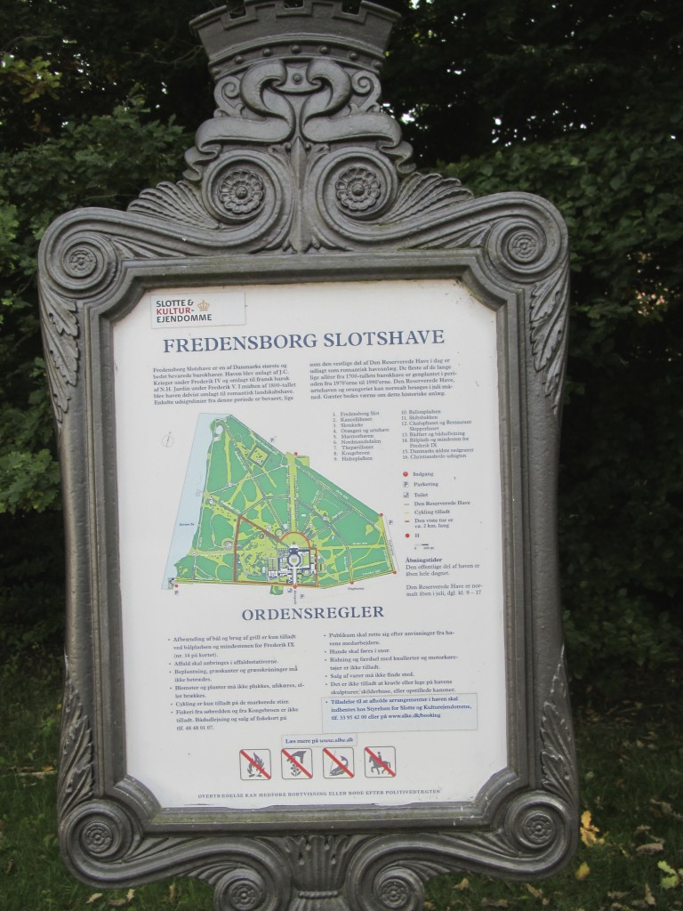 Map og Fredensborg Castle and Baroque Garden with s