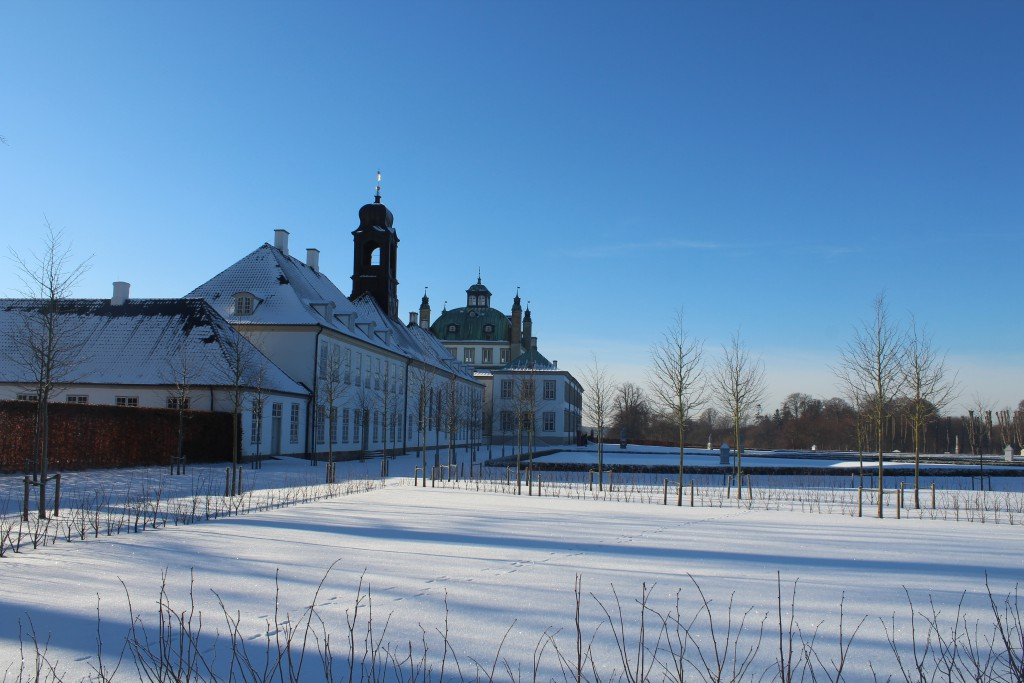 Fredensborg baroque gaden in frint of and surrounding Freden