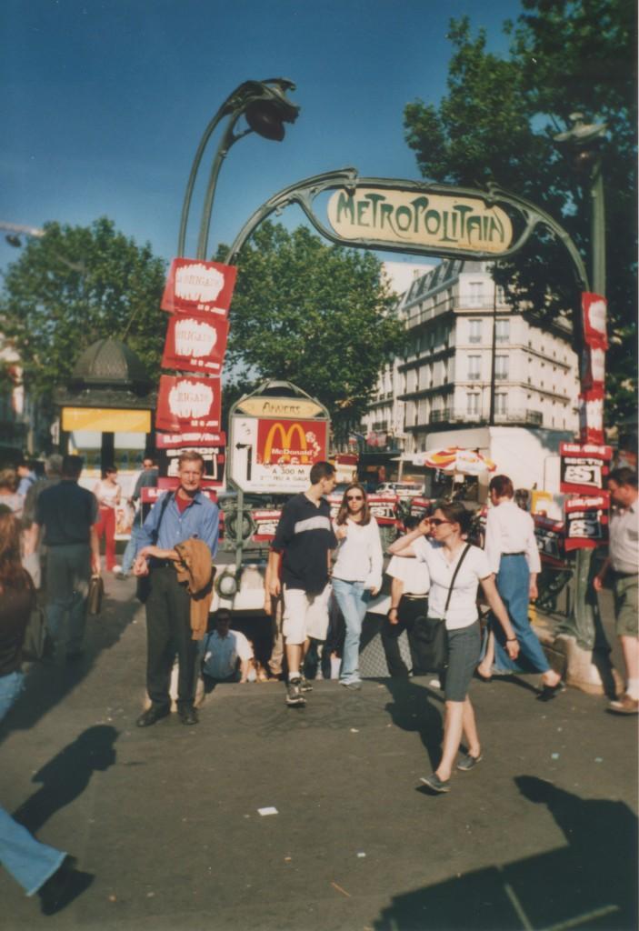 METRO in Paris. Pohoh