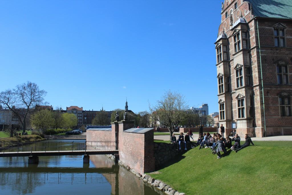 A school class at the moat of Rosenborg Castle , Kings Garden. Photo 2o. april 2016 by Erik K Abrahamsen