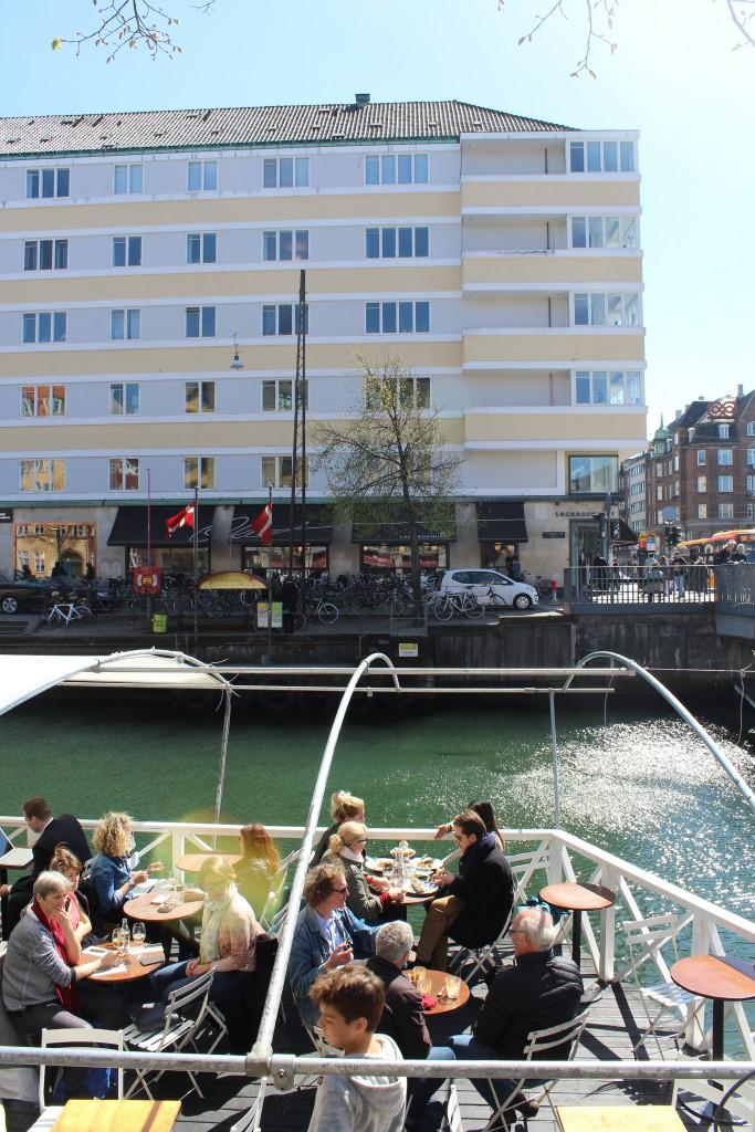 "View to Christianshavn Canal, restaurant and baker´s shop ""Lagkagehuset"". Photo 4. may 2016 by Erik K Abrahamsen."