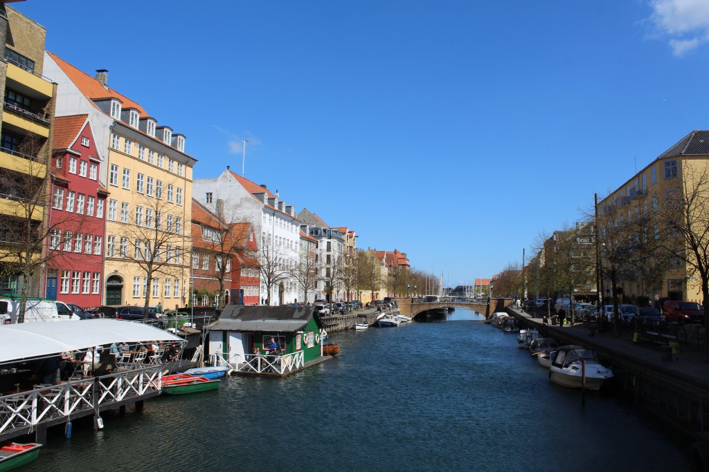 """Christianshavn Canal. View in direction east from """"Torvegade Bridge""""to restaurant. Photo 4. may 2016 by Erik K Abrahamsen"""