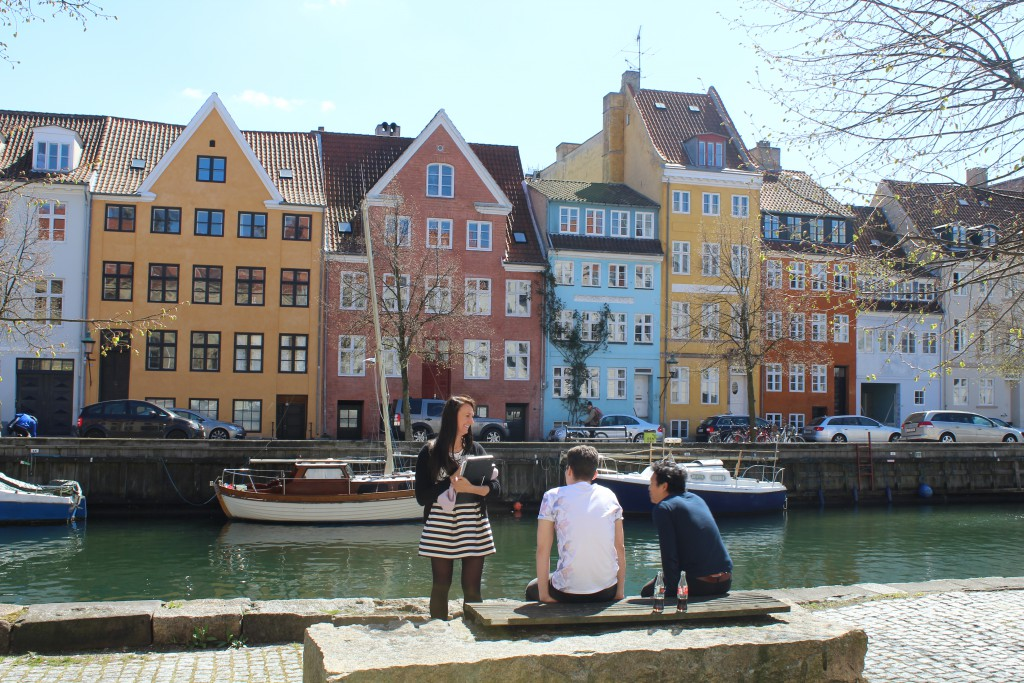 """Christianshavn Canal. View to south side strew """"Overgaden oven Vandet"""". Photo 4. may 2016 by Erik K Abrahamsen."""
