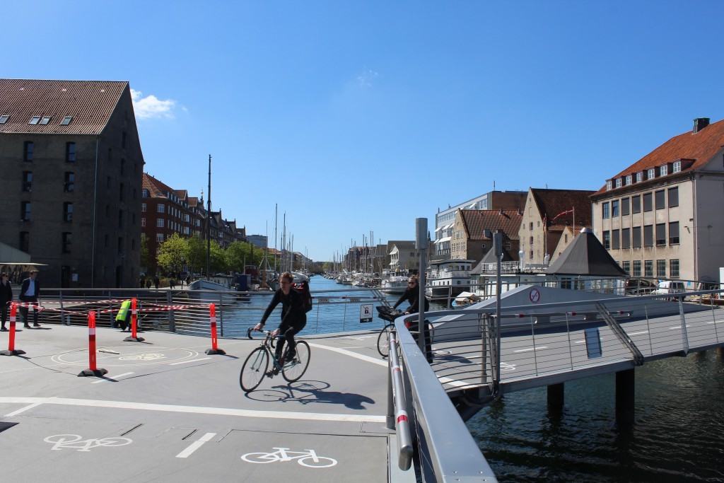 "Walk- and bike bridge ""Trangravsbroen"". View in direction west to Christianshavn Canal. Photo 4. may 2016 by Erik K Abrahamsen."