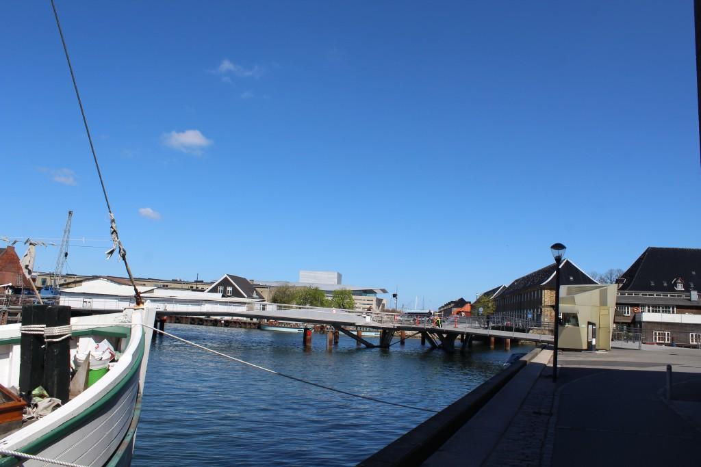 "The new walk. and bike bridge ""Trangravsbroen"" between Christianshavn and 2 isla"