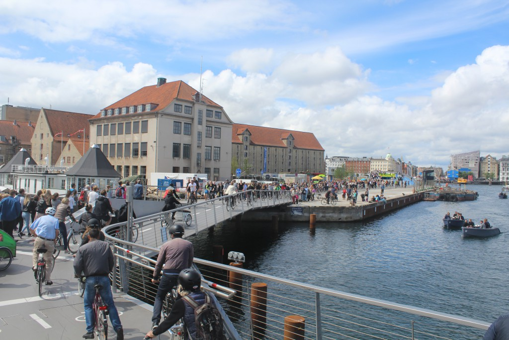 "View from ""Trangravsbroen"" to Grønlandske Handels Plads, Trangraven Kanal at right and new walk- and bike brige ""Inderhavnsbroen"" in background. Photo 9. july 2016 by Erik K Abrahamsen."