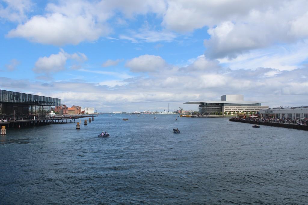 """View from top of walk-and bike bridge """"Inderhavnsbroen"""" in direction east to Copenhagen Inner Harbour. Photo 9. ju"""