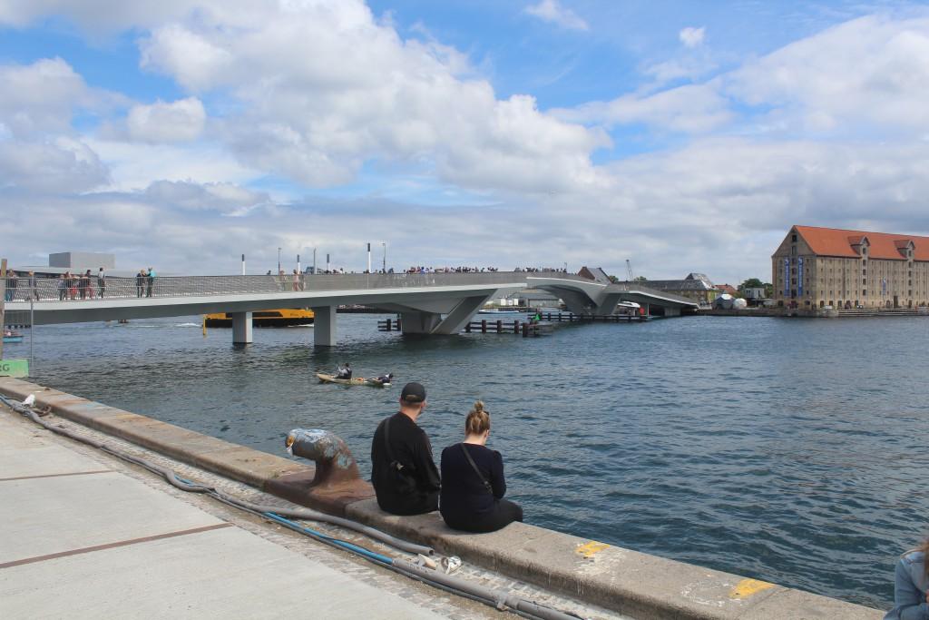 """New bike-andwalk bridge """"Indernavnsbroen"""" between Nyhavn and Christianshavn."""