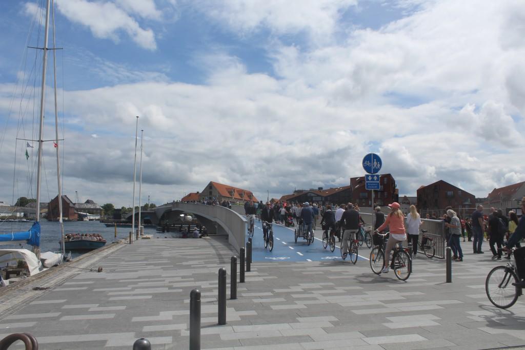 """The new 180 m long """"Inderhavnsbroen"""" between Nyhavn and Cj"""
