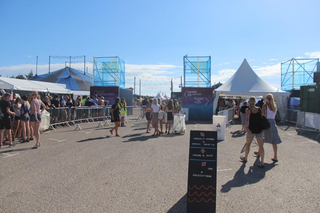 HOvedindgang til Musik I Lejet, Tisvildeleje Strand. Foto torsdag den 21. juli kl. ca. 17
