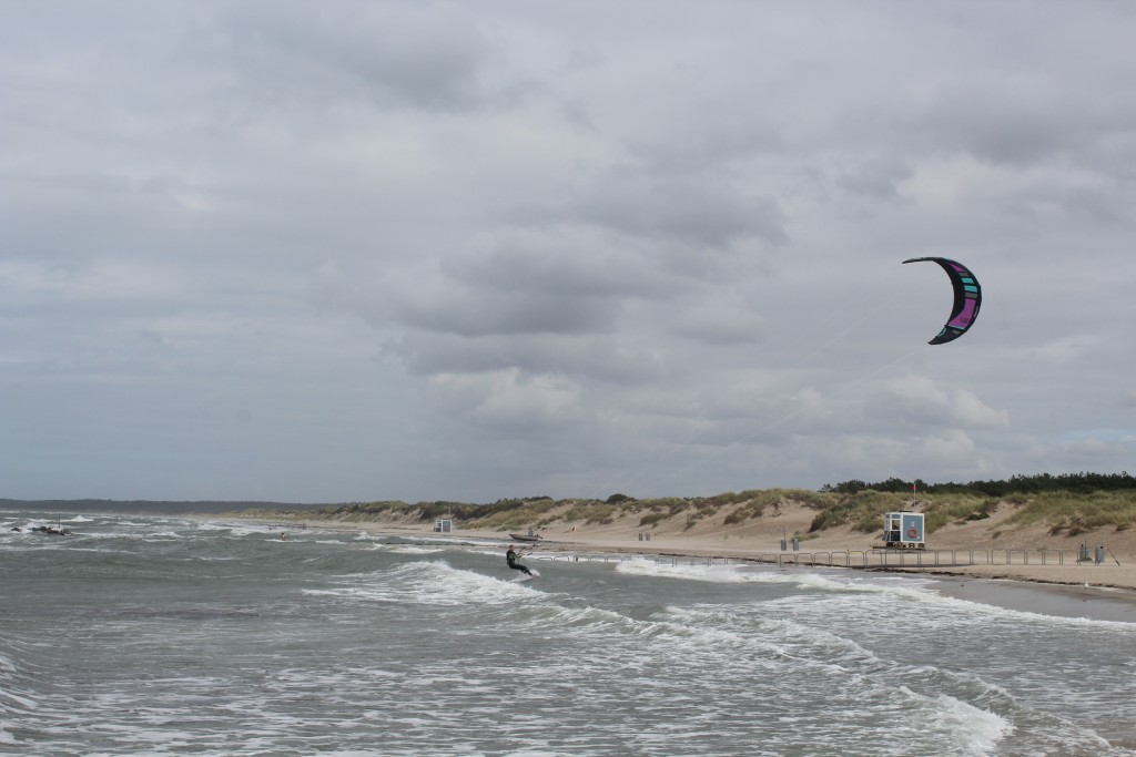Liseleje Beach. A kitesurfer from Holland takes a break on shore. Photo 8. august 2016 by erik K abrahamsen.