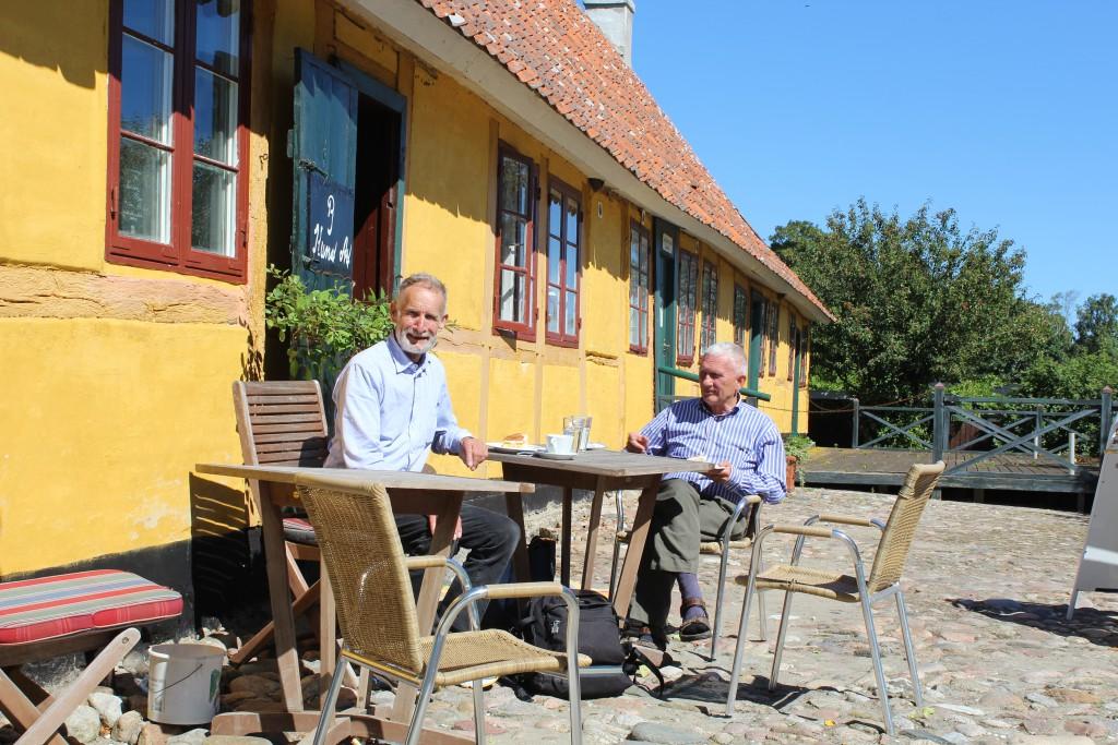Lodsoldermandsgaarden built 1681 as CDeb´nmark oldest Custum Building. Since 1845 Pilot and Custom building. Left Erik K Abrahamsen and at right Per Baagøe on outdoor Café.
