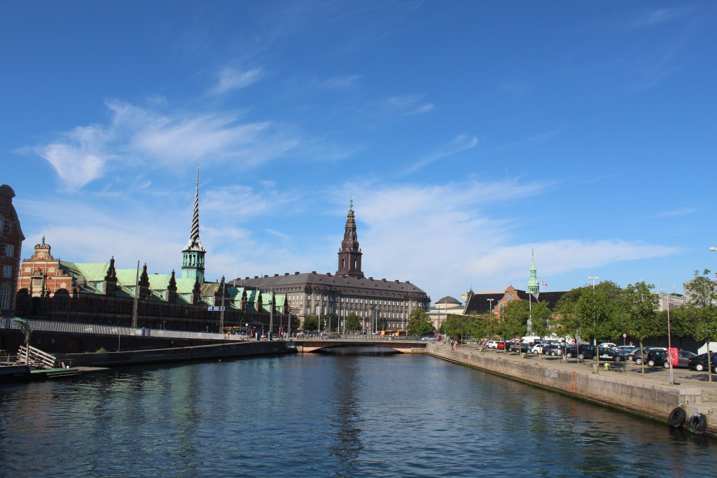 Slotsholms Canal. View to Børsen. 3´Christiansborg castle and Holmens Church. Photo in direction north/west 25. august 2016 by Erik K Abrahamsen.
