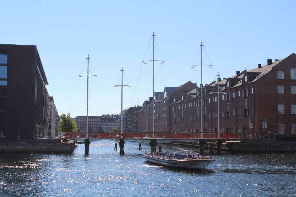 "Bike-, walk and run bridge ""Cirkelbroen"" passing Christianshavn Canal. Phoot in direction south to Christianshavn 25. august 2016 by Erik K Abrahams"