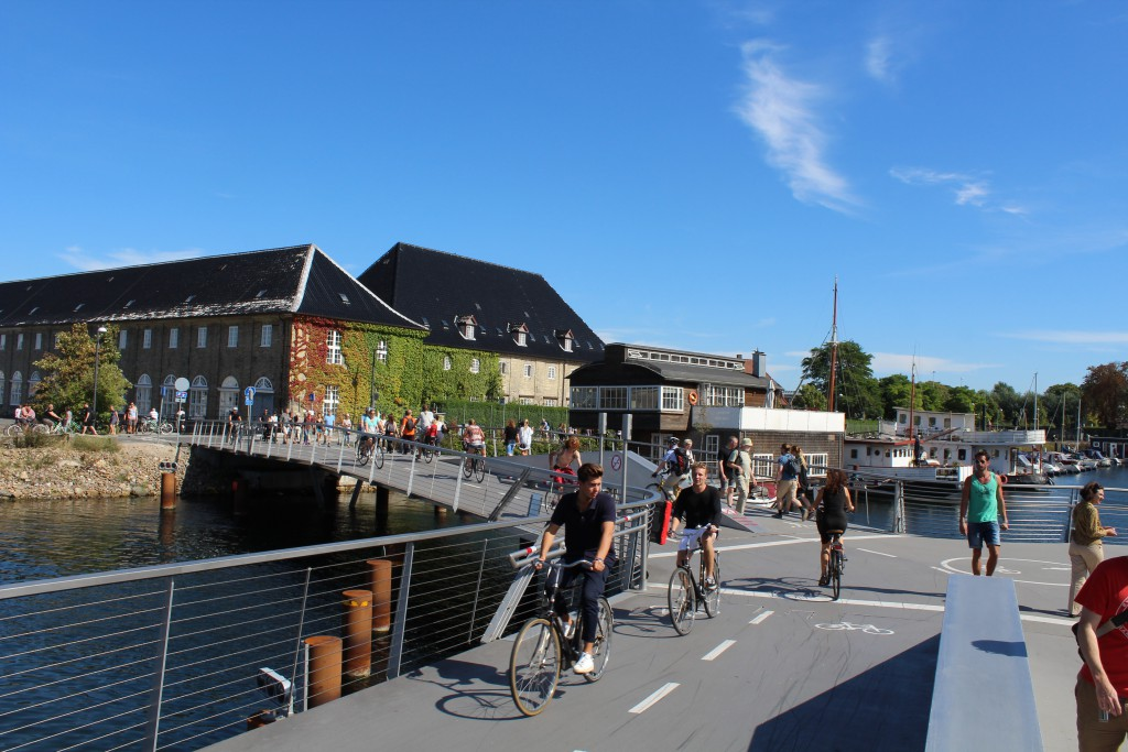 "New bike-, walk and run bridge ""Trangravsbroen"" on Christianshavn. At left passage to Arsenal Island and Christiansholm island on Holmen and at right passage to Iceland Place on Christianshavn"