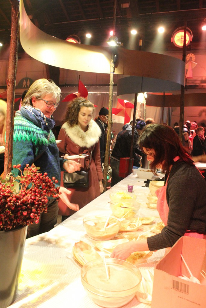 Servering af juledesset - risengrød med kanal og smørklat. Foto den 14. december 2016 af Erik K Abrahamsen.