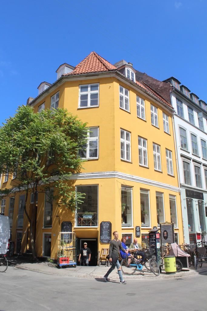 Relaxed atmosphere in Latin Quarter of Copenhagen City, midday 6. june 2016. Photo Erik K Abrahamsen.