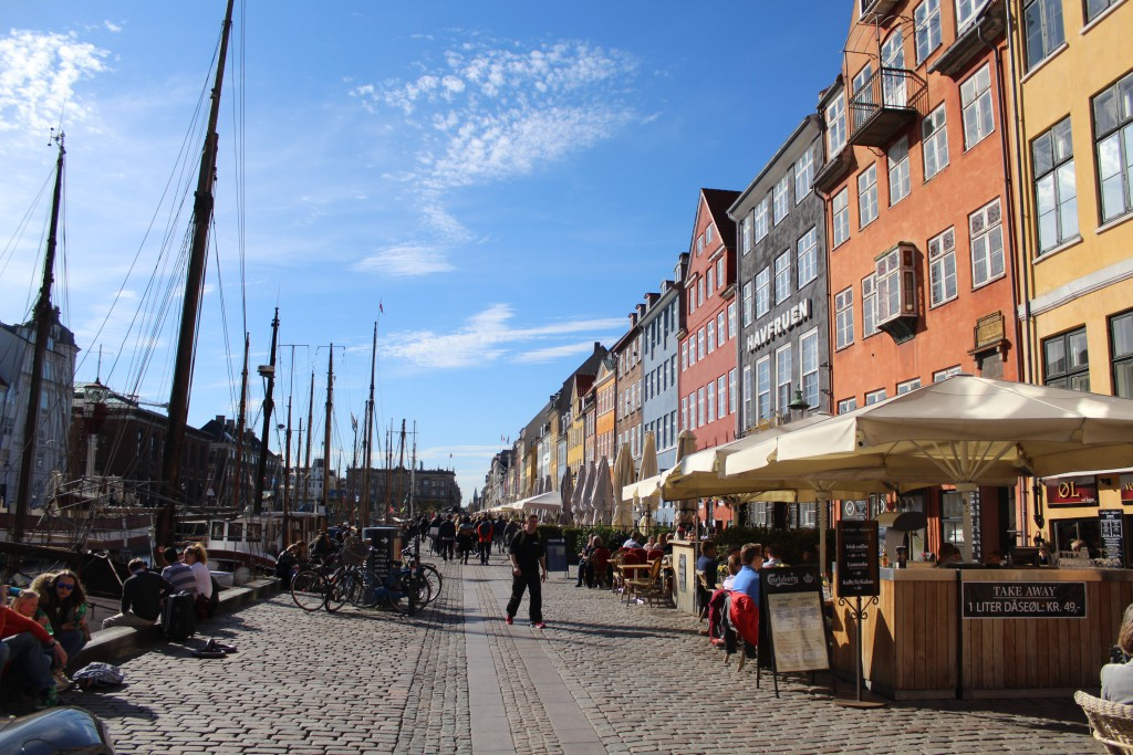 Nyhavn - view to sunny side with restaurants