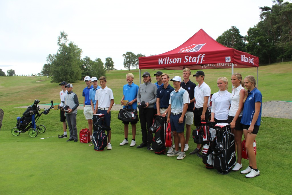 Alle vindere i r rækker i AGC Wilson Staff Junior Cup 2017. Foto den 10. juli af Erik K Abrahamsen.