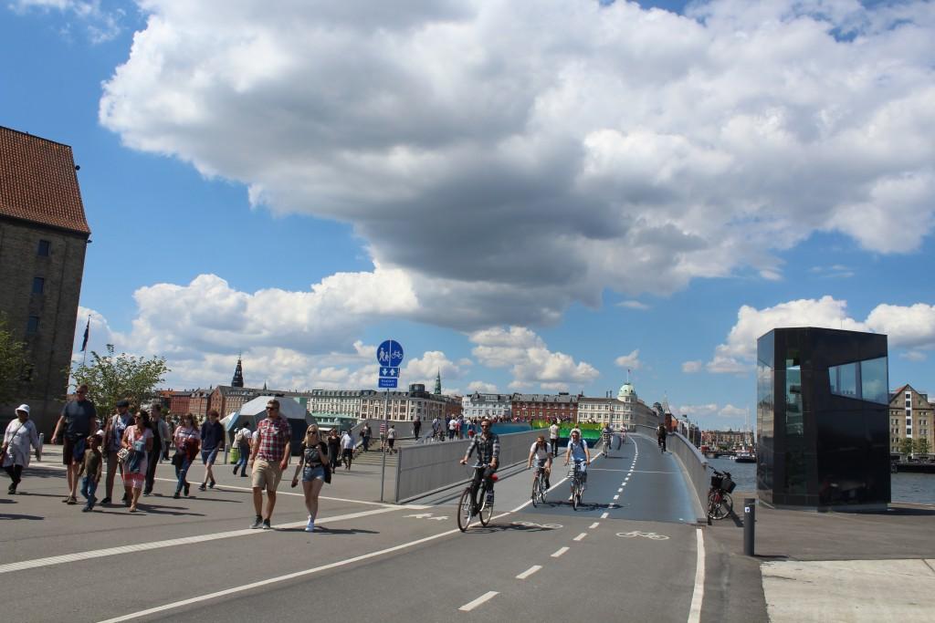 Ny gang- og cykel bro over København Inderhavn. Foto fra Christianshavn mod nord den 15. juli 2017 af Erik K Abrahamsen