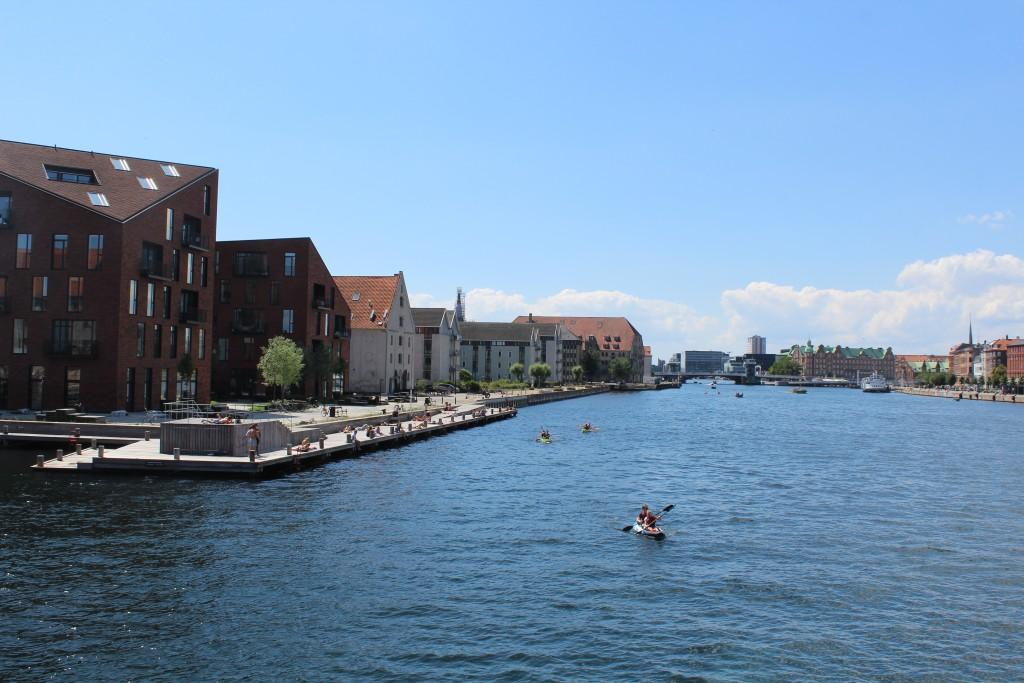 Udsigt fra Inderhavnsbroen ud mod København Inderhavn. Foto i retning vest den 15. juli 2017 af Erik K Abrahamsen.