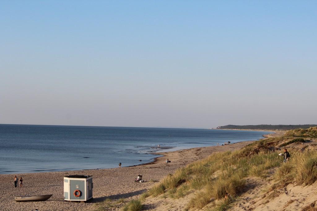 Liseleje Strand. udsigt mod Tisvilde hegn og Tisvildleje med musikfrstival Musik I lejet 2107 ca. 7 km herfra helt ude i horisonten.