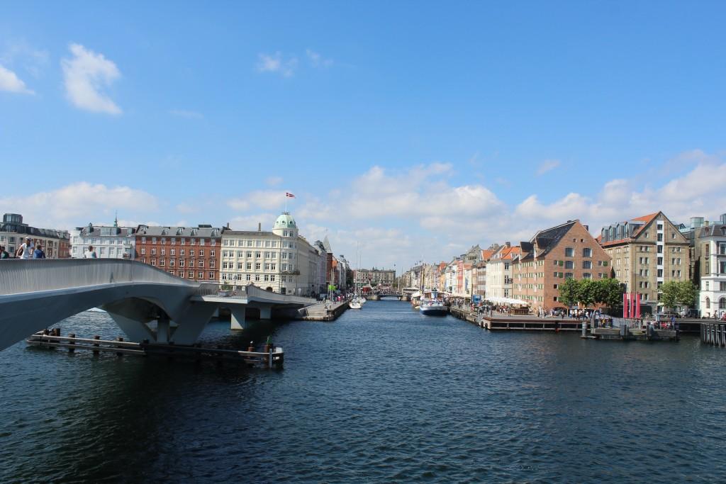Udsigt fra Inderhavnsbroen mod Nyhavn. Foto i retning nord den 9. august 2019