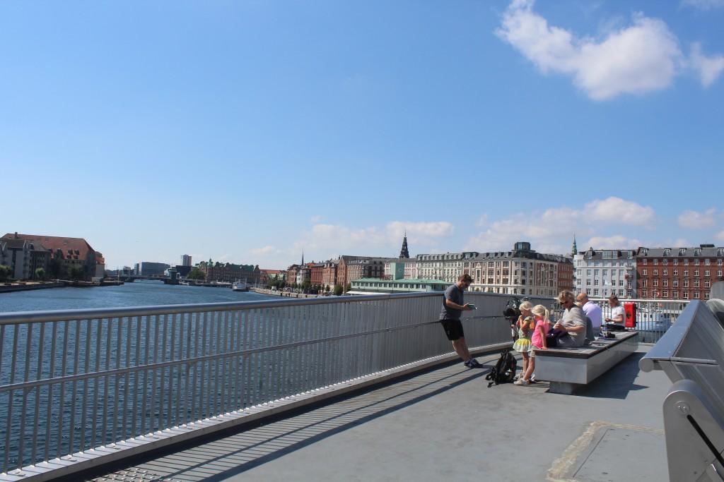 Udsigt fra Inderhavnsbroen ud over København Inderhavn.