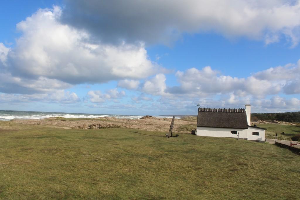 Ishus opført 1903 kun 100 m fra Liseleje strand. Foto i retning øst mod Melby Overdrev, Tisvilde Hegn og Tisvildleje helt ude i horisonten den 29 oktover ved 11.15 tiden 29. oktober 2017 af Erik K Abrahamsen.