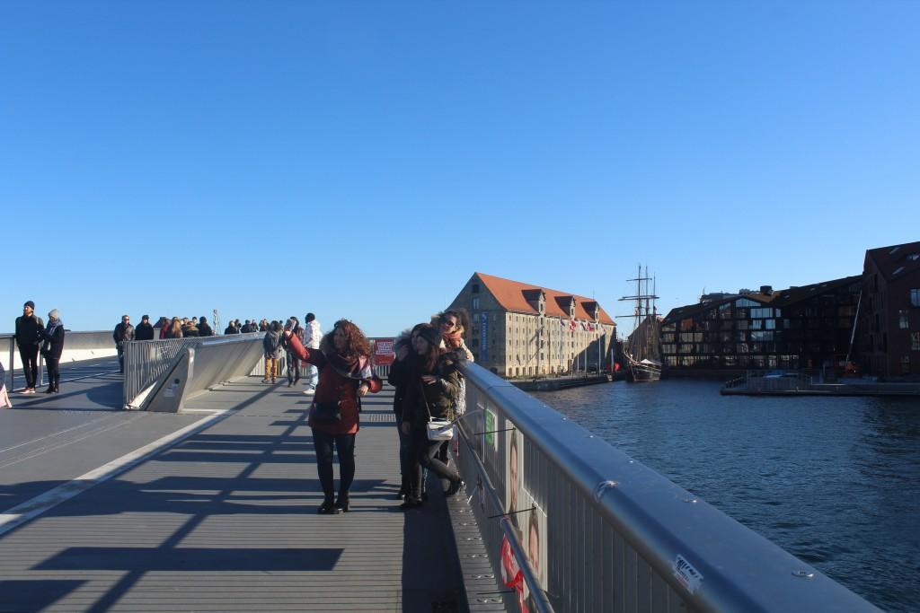 Inderhavnbroen. udsigt mod Nordatlantens Brygge på Christianshavn. Foto i retning syd den 30. oktober 2017 af erik K Abrahamsen.