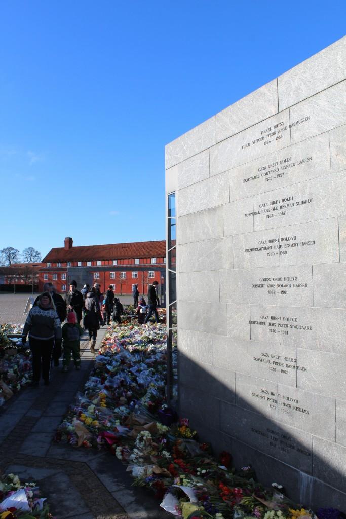 I RUM: ET MENNESKE. Her er all navne på alle danskere som er døde i Danmarks indsats i internationale missioner siden 1948.