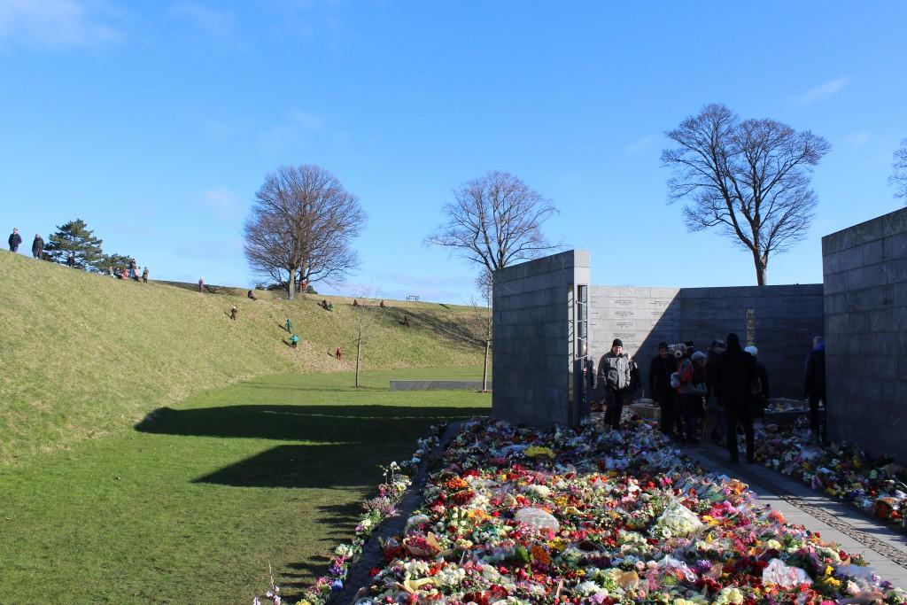 Det Nationale Monument i Kasteællet. Udsigt fra RUM: ET STED mod RUM: ET MENNESKE og voldene på Prinsessens Bastion. PFoto den 22. fefebruar 2018 by erik K Abrahamsen.
