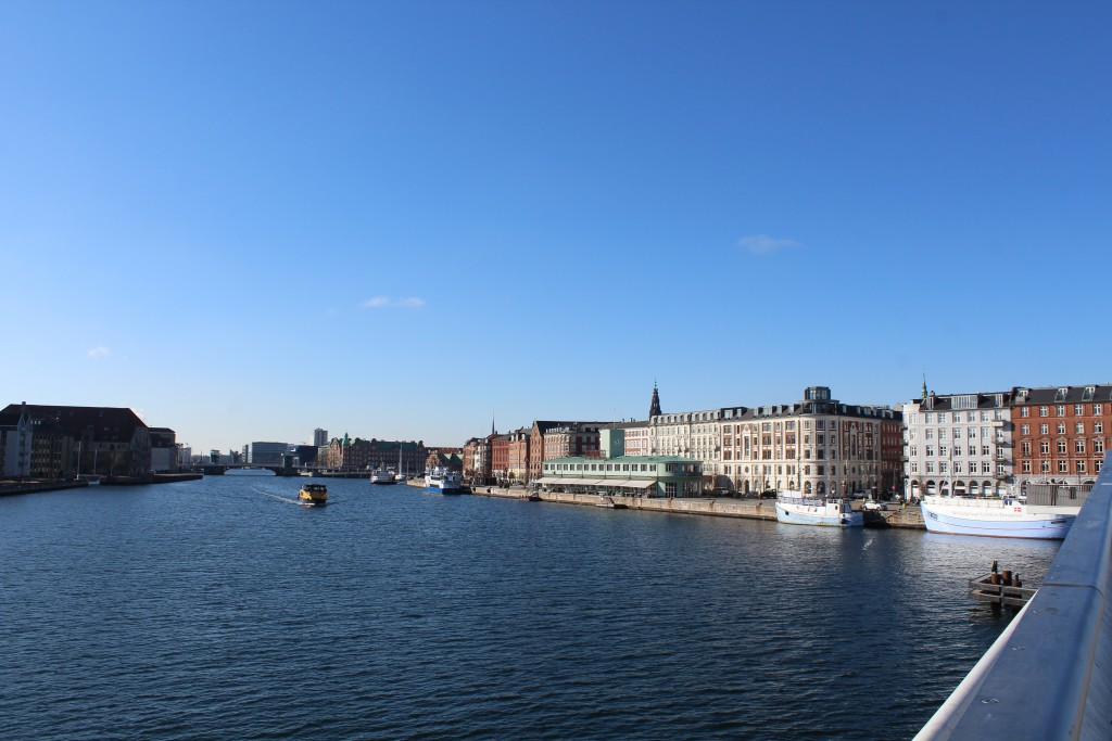 Copenhagen Inner Harbour. View from Inderhavnsbroen to at left Christianshavn, Knippelsbro and houses on quarter Gammelholm. Phot in direction west 22. february 2018 by Erik K Abrahamsen.