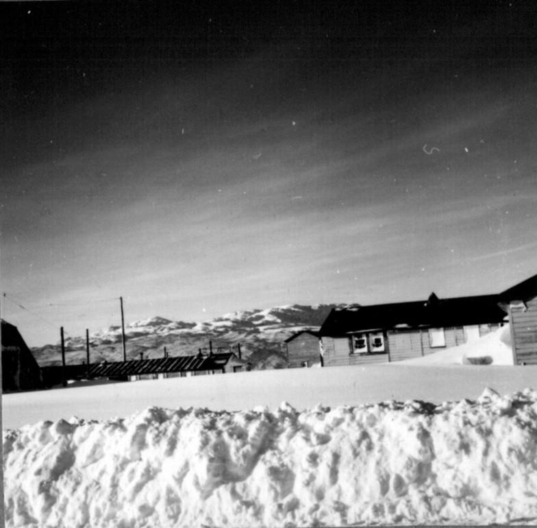 Narsarsuaq - sneen ligger meter højt efter flere dages snestorm.